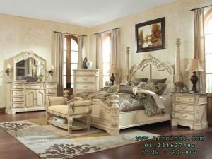Set Kamar Tidur Mewah Klasik Tiang Pilar
