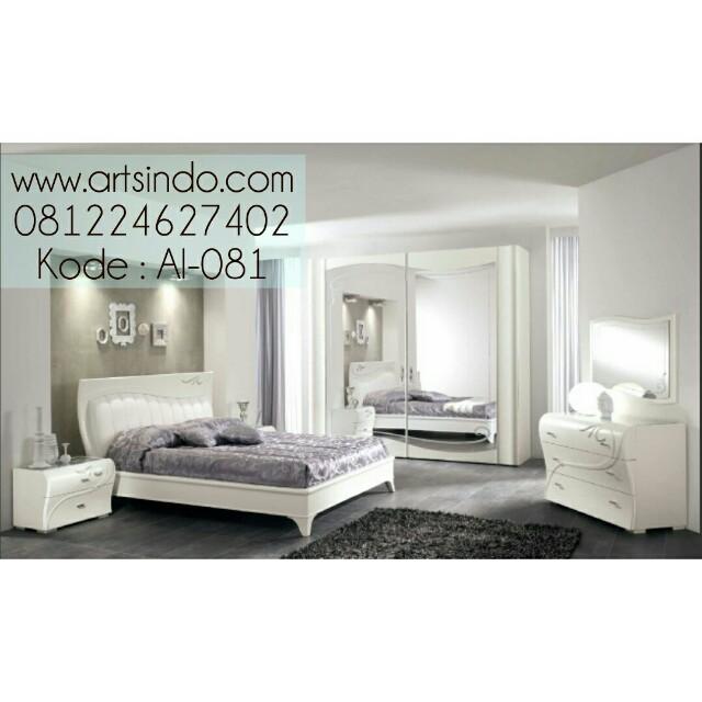 Set Tempat Tidur Elegan Klasik Modern