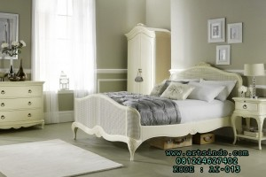 Set Kamar Tidur Klasik Remaja Ivory