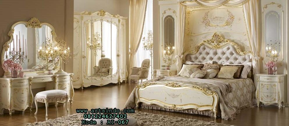 Set Kamar Tidur Klasik Mewah Monalisa