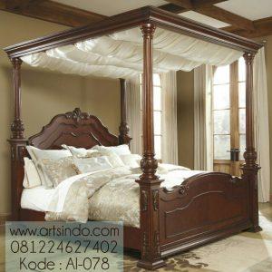 Tempat Tidur Utama Mewah Klasik Kanopi